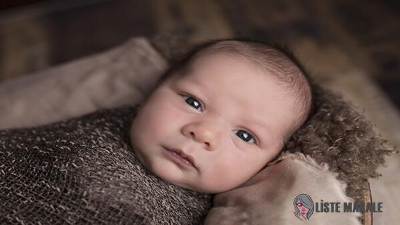 Bebeklerde Göz Çapaklanması Neden Olur, Nasıl Geçer?