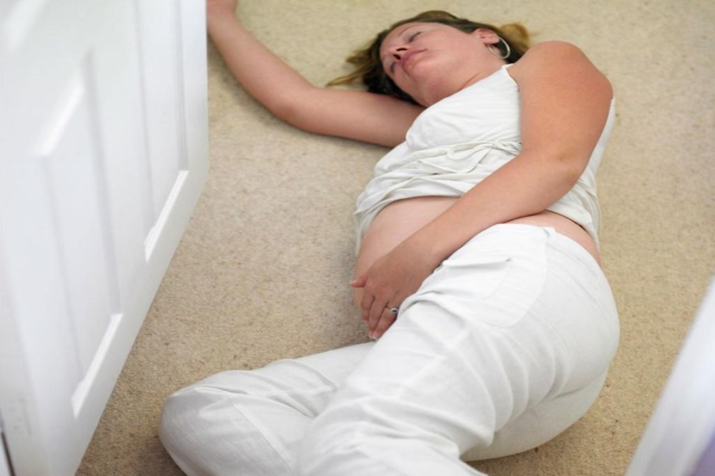 Hamilelikte Düşmek Bebeğe Zarar Verir mi?
